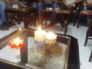 :   إضاءة الشموع في اللقاء