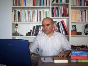 الكاتب والباحث الكردي : بكر شواني