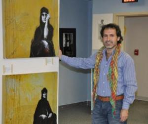 لقمان احمد في معرضه بواشنطن