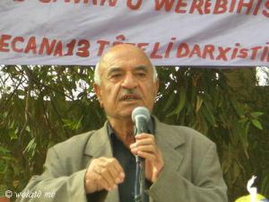 الشاعر الكردي الراحل محمد علي حسو في احدى المهرجانات الشعرية
