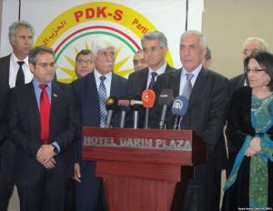 السكرتير العام  للحزب الديمقراطي الكوردستاني  - سوريا مع  الهيئة القيادية في مؤتمر اعلان الحزب الجدبد